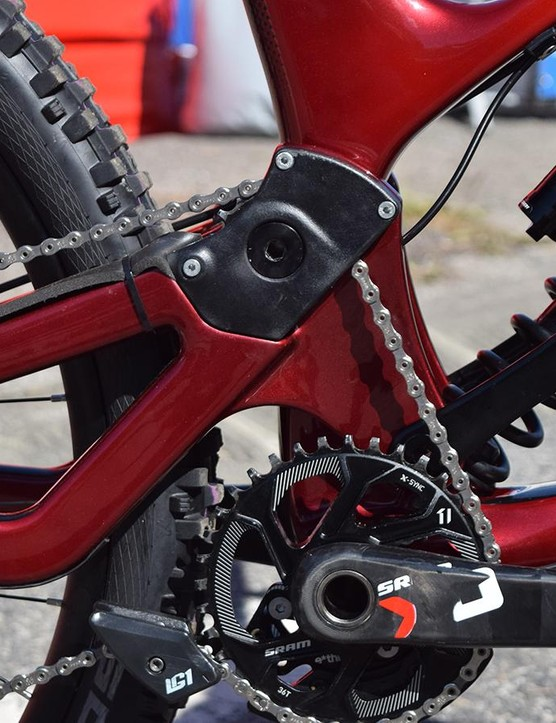 The high pivot generates a very rearward axle path, which should improve square-edge bump compliance, while the idler pulley keeps pedal kickback to a minimum. The shock is driven from the front backwards via an alloy linkage