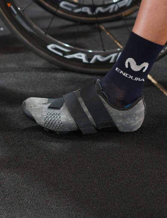 Team Movistar has a number of different colours of the Powerstrap R5 to hand