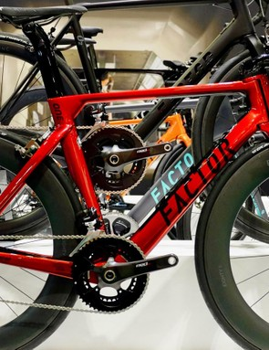 The aero Factor O1 features the brand's split down tube