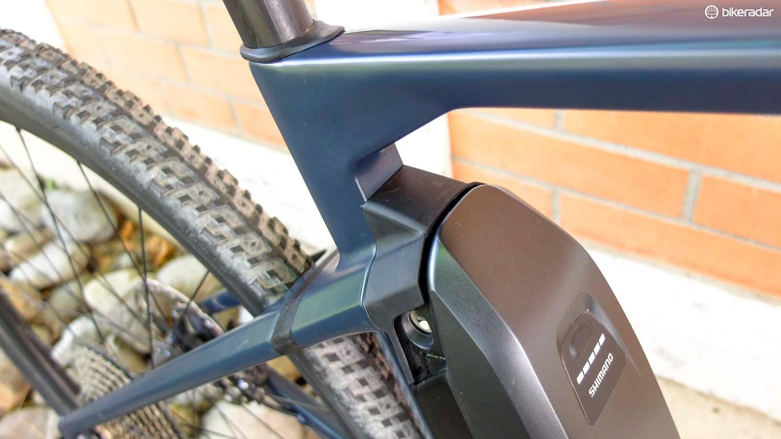 The seatstays blend in to the Shimano battery via the MTT system