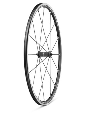 The 17mm wide aluminium rim bed is undrilled for greater strength