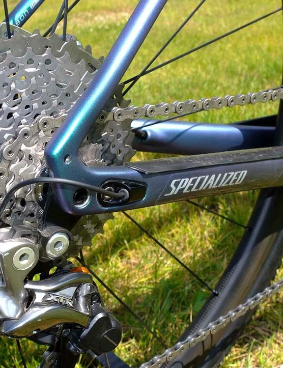 Shimano Di2 electronic shifting is paired with an XTR clutch rear mech to keep the chain on its single ring