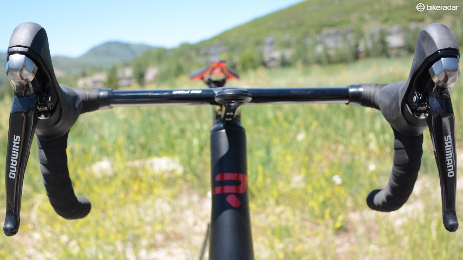 The hydraulic brake lines and Di2 electronic wires run internally through the bars and down the steerer
