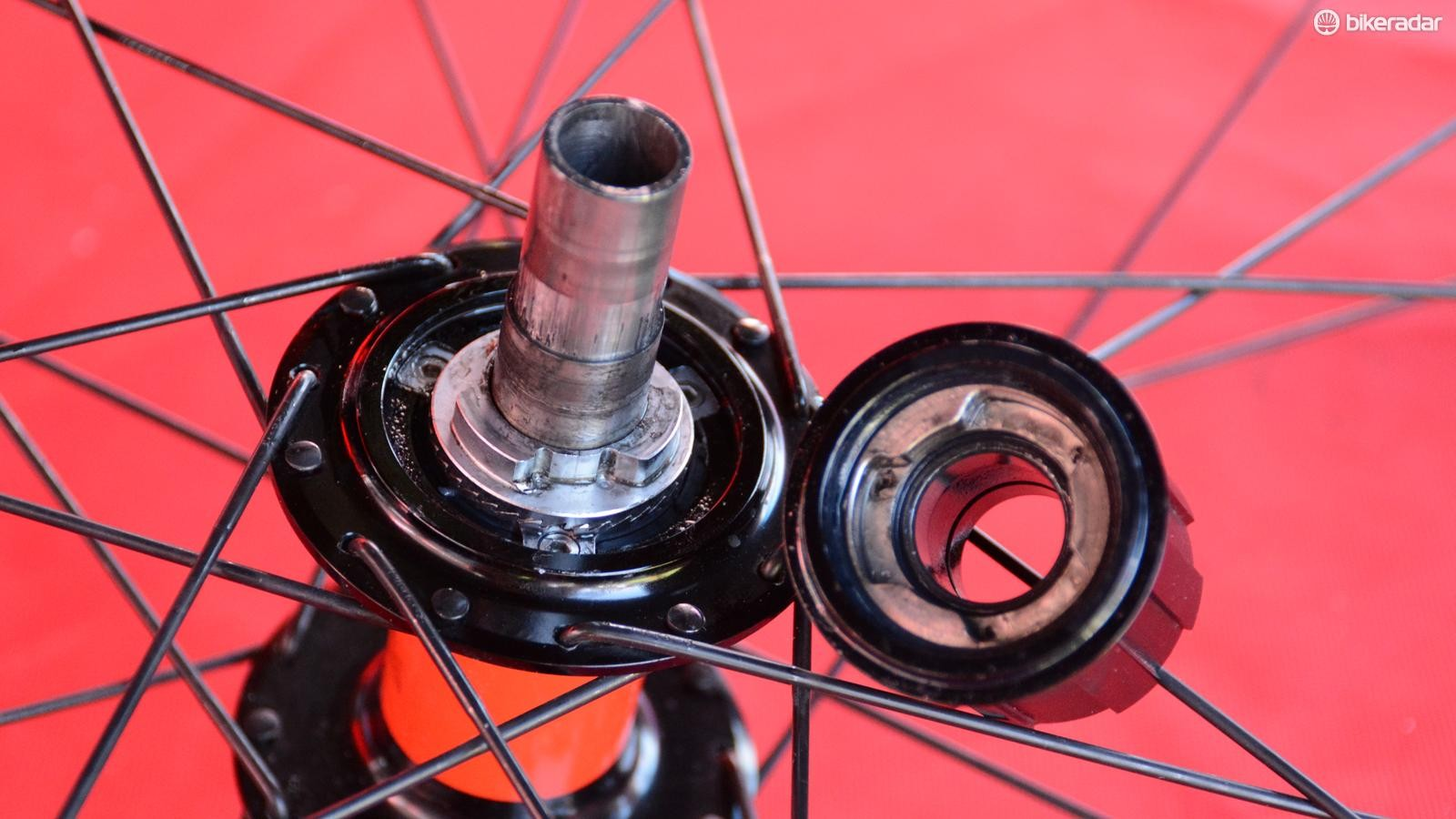 Atomik's new road hubs use magnets instead of springs for the engagement