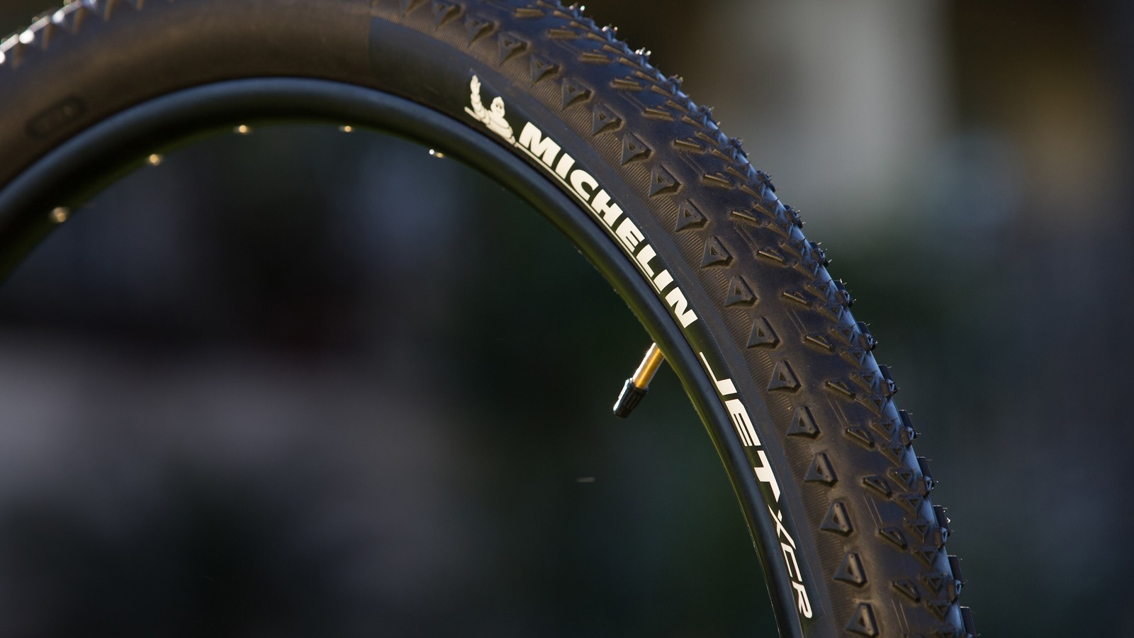 The Jet XCR is Michelin's cross country competition tire. The low weight and minimal tread should roll fast