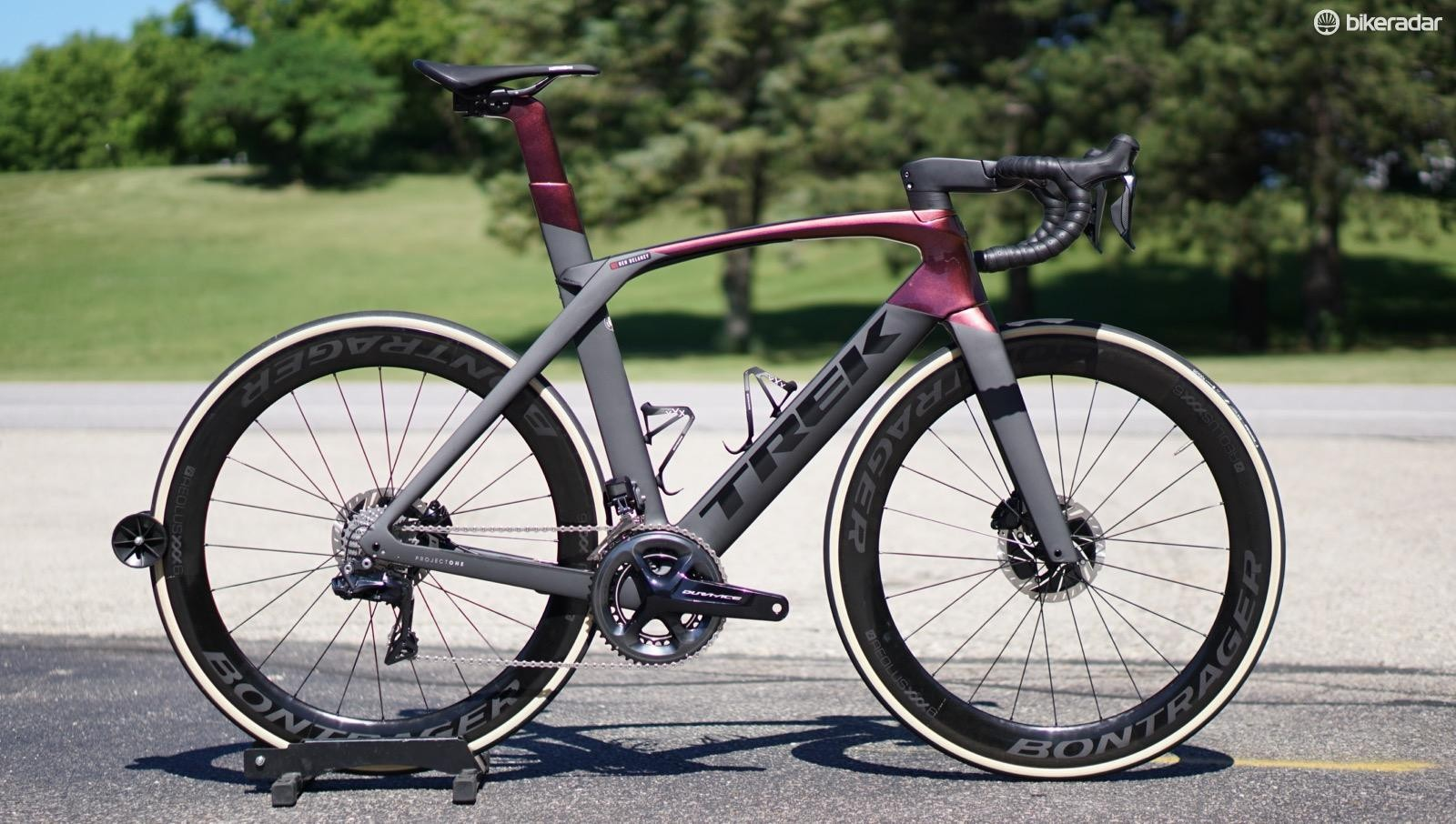 The Trek Madone SLR 9 Disc comes in special ICON paint options as well, but this standard Project One finish itself is stunning, changing with the angle of the light