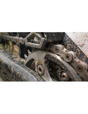Even in the wet, the chain stayed clean, although reapplication was needed