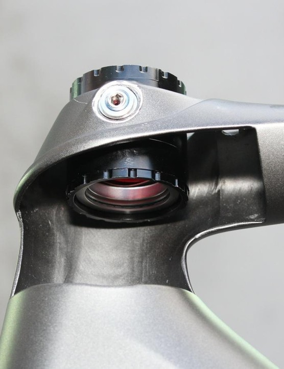 The steerer tube is allowed to bow fore and aft inside the head tube
