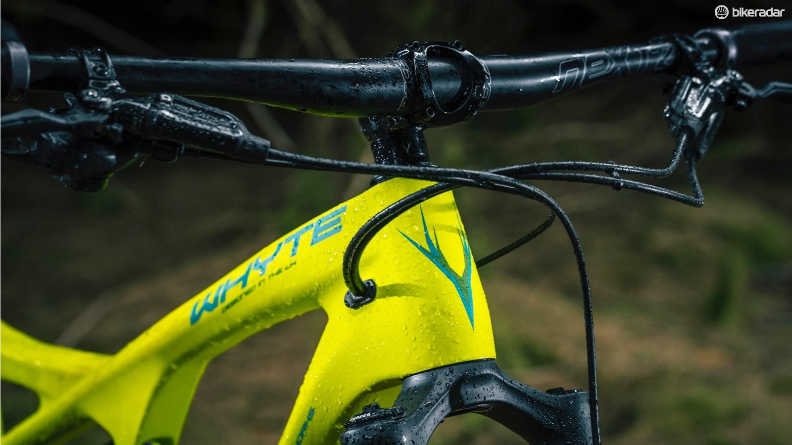 Fairly short stems and properly wide bars encourage super confident cornering