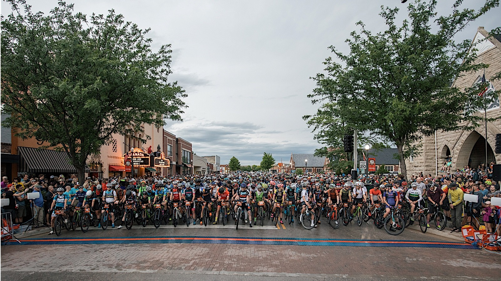 After a half-hour lightning delay, the 2018 Dirty Kanza 200 got underway