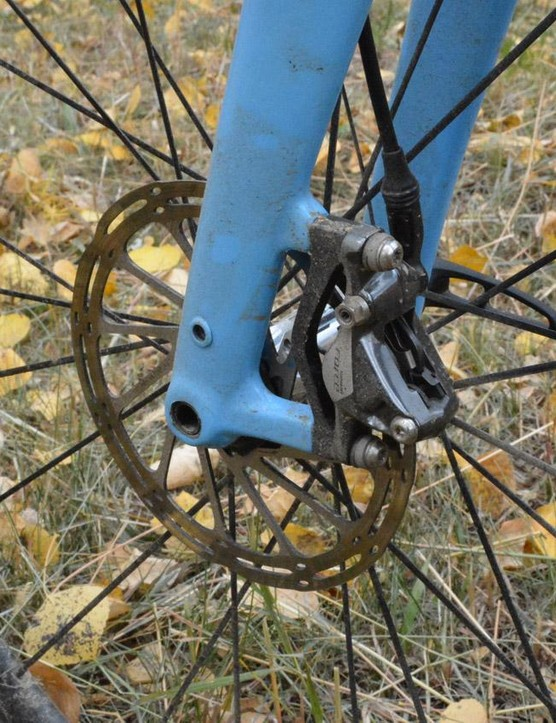 On the front, a 160mm SRAM Force disc provides the stopping