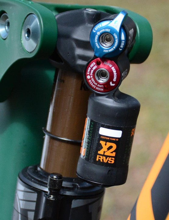 Out back, a trunnion-mounted Fox Float X2 controls 160mm of travel
