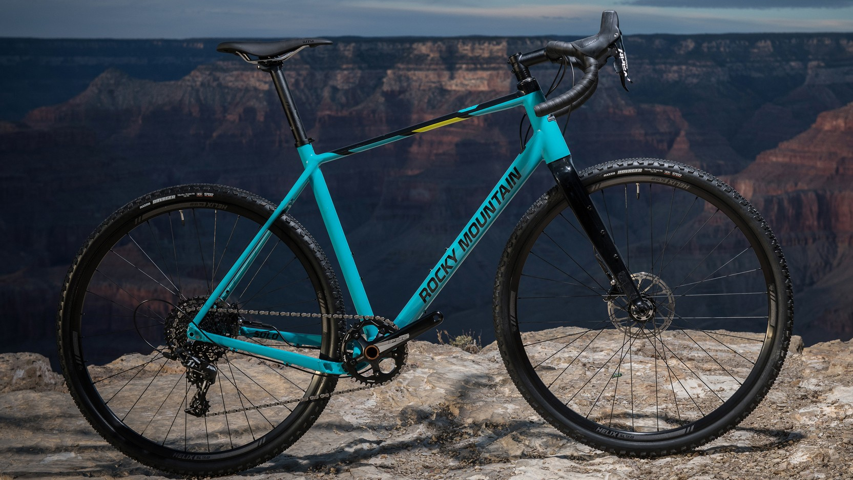 The Solo 50 features a SRAM Apex 1x11 build