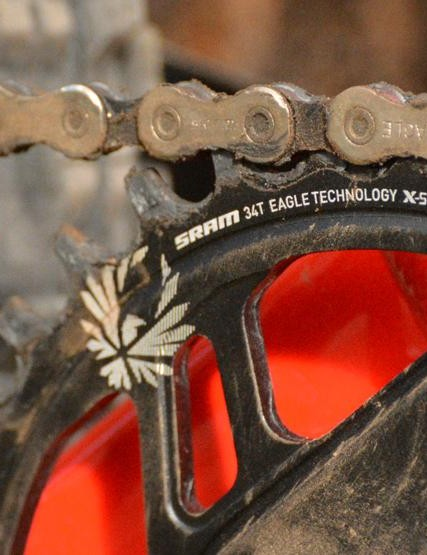 X-Sync 2 chainrings are designed to evacuate mud better, improve chain retention and wear longer
