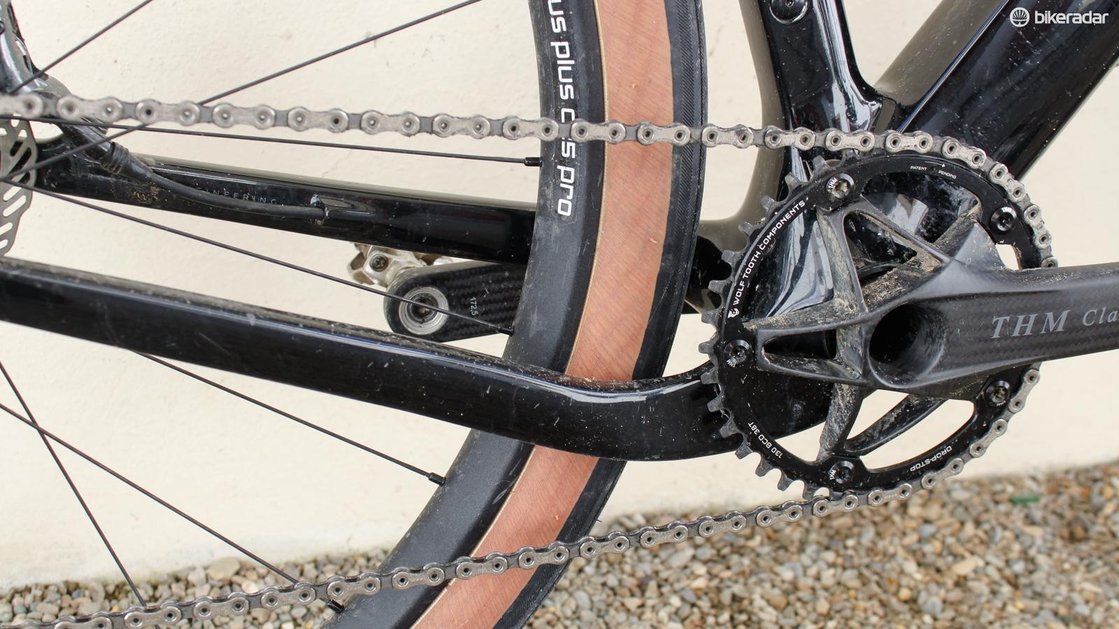 The right chainstay is dropped to clear the tire and cranks