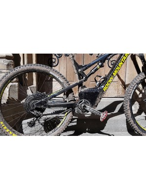 Most notably, the geometry and pivot placement are the same as the non-e-bike version of the Altitude