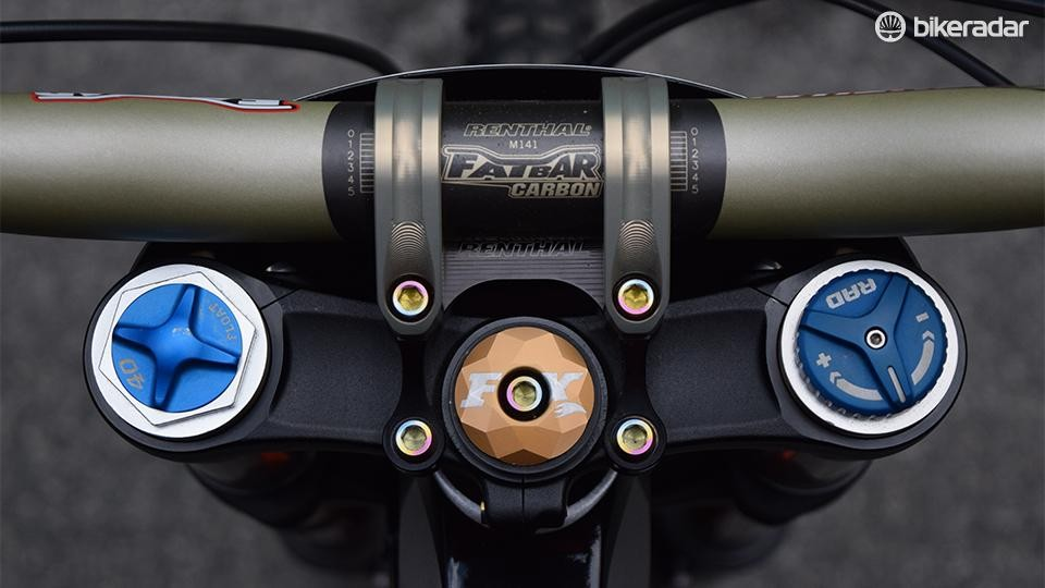 Gwin's bike is bejewelled in the obligatory suite of Ti bolts. Well, it wouldn't be that special otherwise, would it?