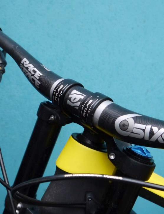 RaceFace SixC 35mm bar and Atlas DM 35mm stem