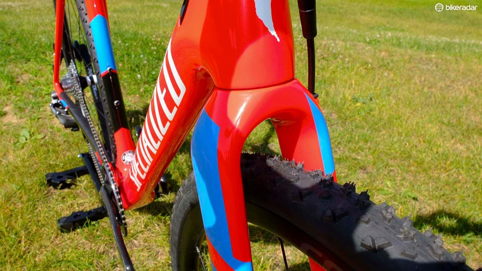 The down tube has a slightly triangular profile that should collect less mud, and feels easy to grip when picking the bike up