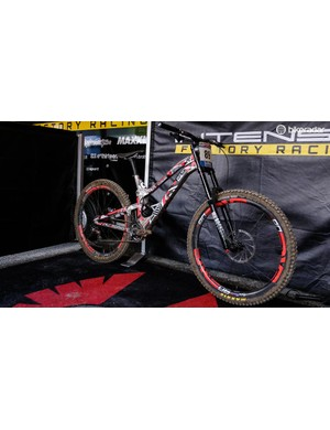 I took some time to look over this prototype Intense 29er in more depth