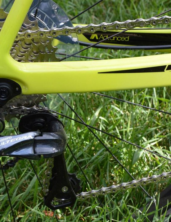 Shimano's flawless Ultegra Di2 changer handles the 11-speed gearing