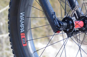 The 80mm Bonty Wampa rims are tubeless ready, and oh yeah they're carbon too