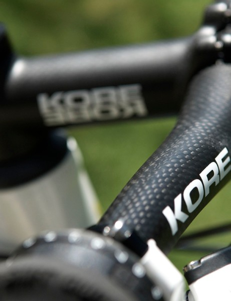 …and KORE carbon riser bar but those were stolen so the team made do with aluminium backups