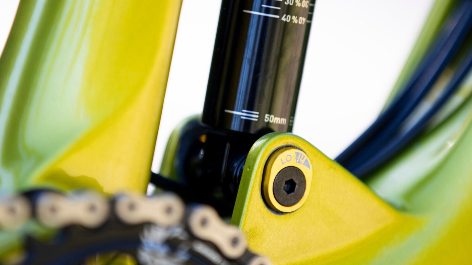 Like many bikes released lately, there's a chip to adjust the ride height and frame angles — in this case by 5mm and 0.5 degrees, respectively