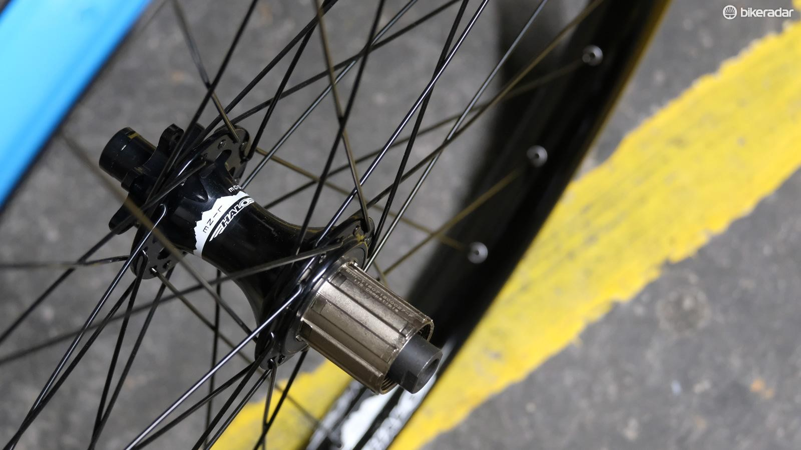 The hubs feature a cro-mo axle and freehub body