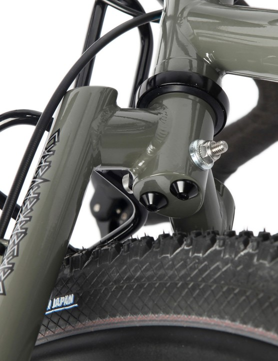 We love the look of this integrated mudguard mount up front