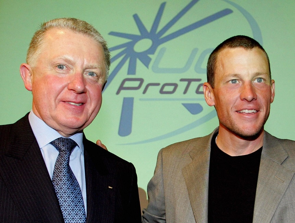 Former UCI chief Hein Verbruggen chats with Lance Armstrong in 2003.