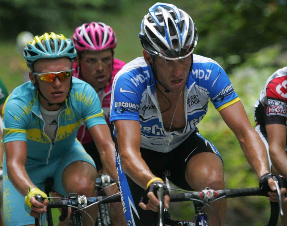 Vinokourov (L) and Armstrong in the 2005 Tour de France.
