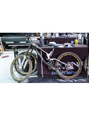 The Canyon Sender is one of the cleanest looking downhill bikes out there
