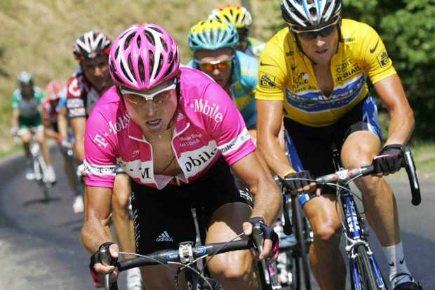 Jan Ullrich (L) knows what it's like to compete against Lance Armstrong.