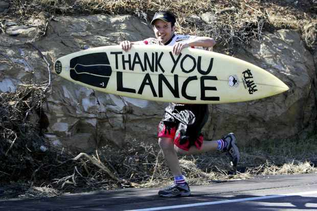 A fan says it all on a surfboard during the 2006 Tour of California. Will we see the same in 2009?