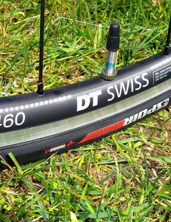 DT Swiss R460 wheelset and Specialized Espoir Sport 25mm tyres