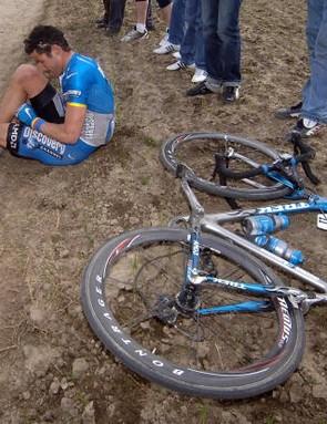 George Hincapie, broken bike, broken dreams, in 2006.