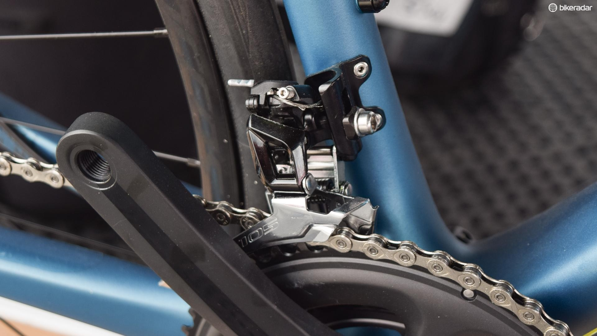 We first spotted the FD-5801 at the Eurobike media days, on a Scott Metrix urban bike
