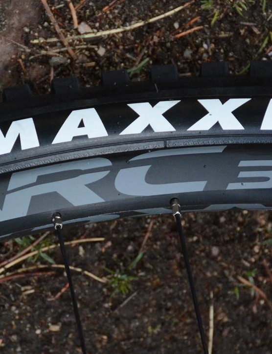 Race Face provides the 30mm wide (internal) alloy rims