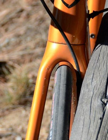 The fork responds wonderfully, but too, lacks clearance for much more than the 25mm tire fitted