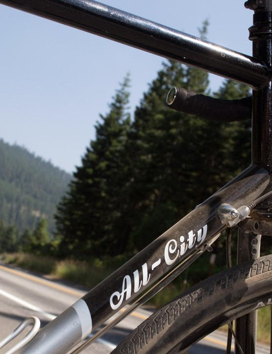The 4130 chromoly frame is smooth, silky smooth