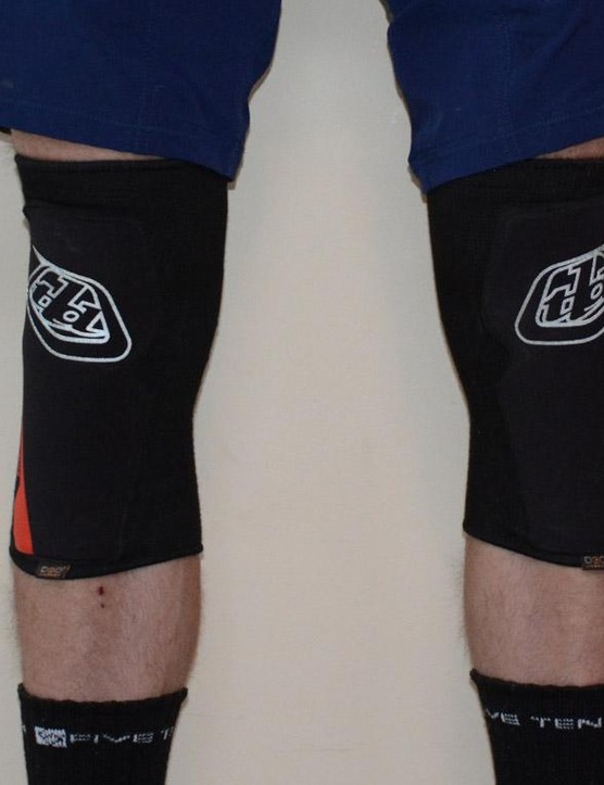 4mm thick D30 padding keeps the Speed Sleeves trim, light and uphill capable