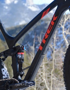 The front triangle is Trek's OCLV carbon, the rear is the company's Alpha aluminum