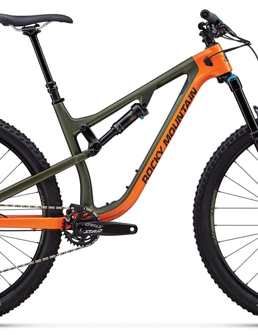 The Instinct Carbon 50 bumps down in spec with an alloy rear end as opposed to carbon on the two higher level builds