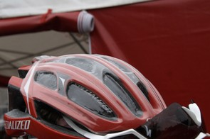 Liam Killeen (Specialized) was spotted with this clear moulded helmet cover