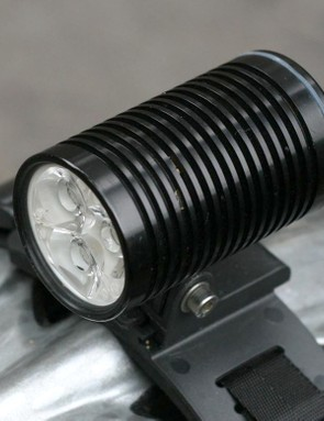 The ight engine is a beefy CNC-machined unit