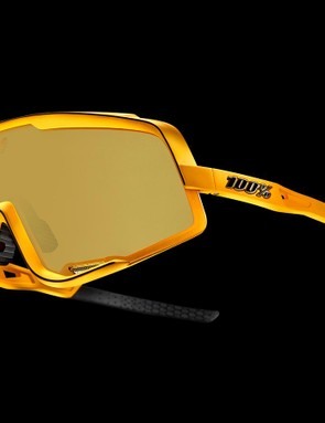 Vents on the bottom edge of the sunglasses reduce the risk of fogging