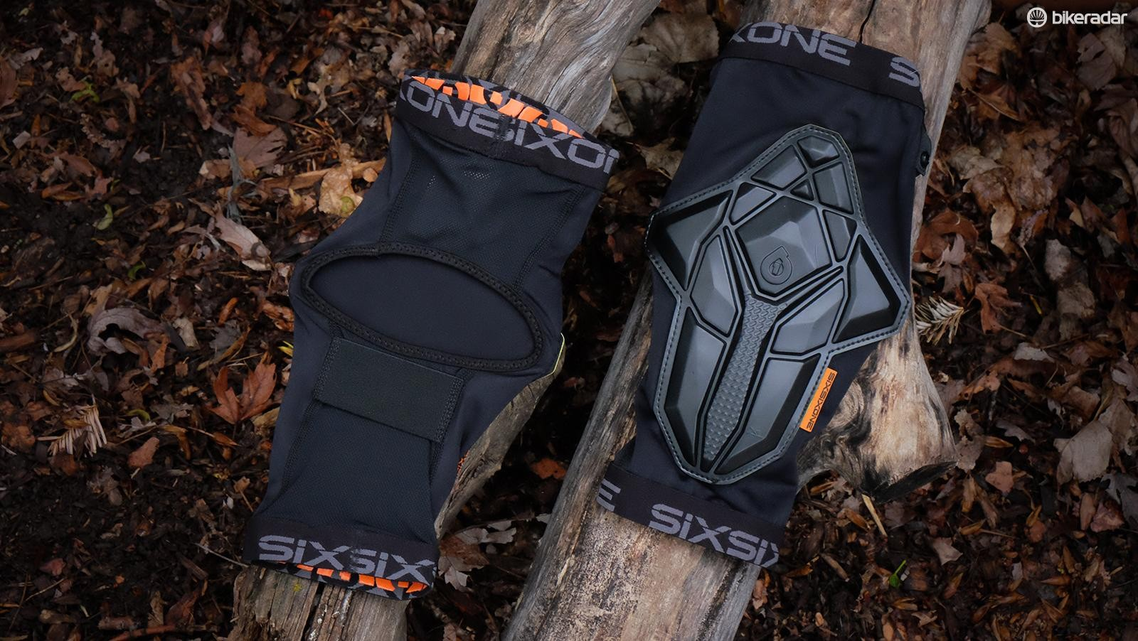 The SixSixOne Recon pads are lightweight and intended to be comfortably worn during long, technical trail rides