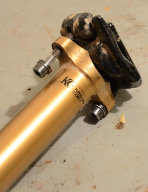 The one-piece head with two bolts for adjustments is rock solid and offers plenty of tilt