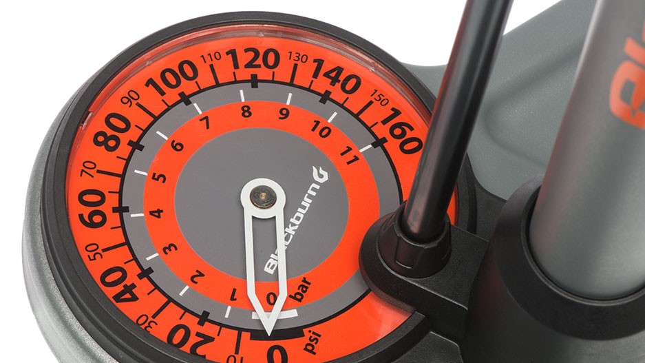 A massive 4in gauge makes pressure reading easy